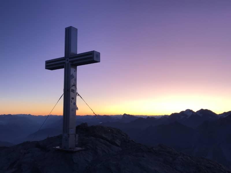 Lever de soleil au sommet du Barrhorn