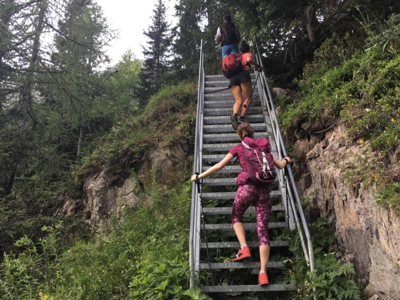 Escaliers sur la montée vers le lac de Salanfe