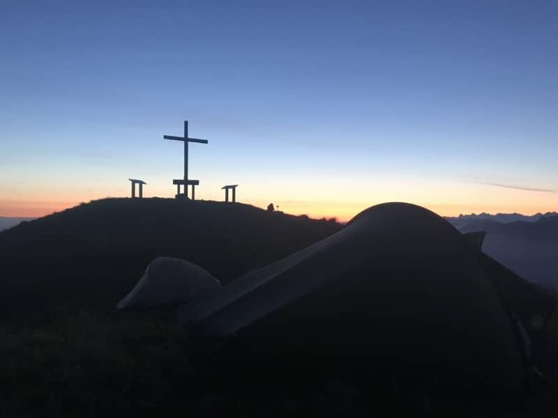 La nuit fait place au jour au sommet du Grammont
