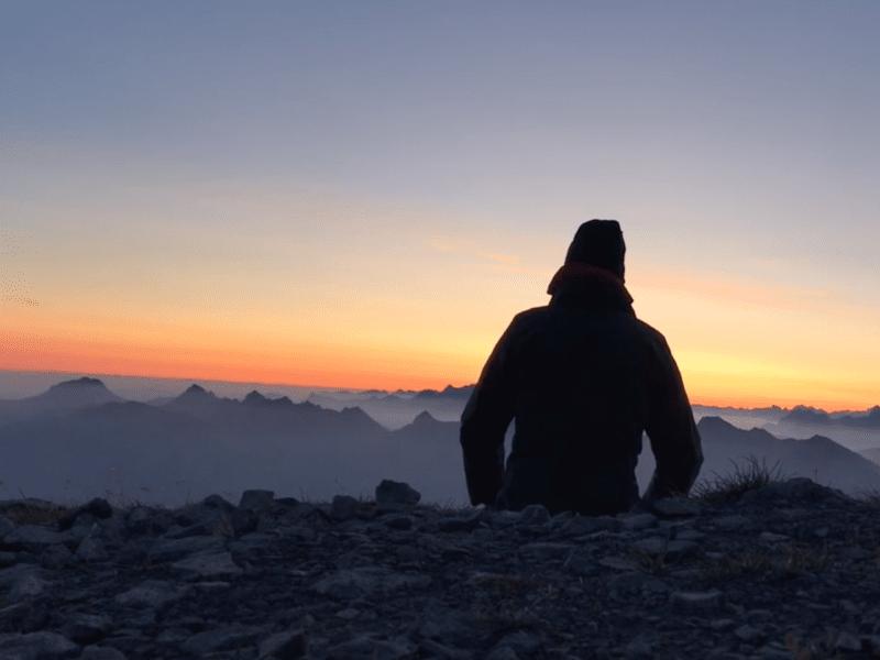 Marcher la nuit pour admirer le lever du soleil depuis le sommet?