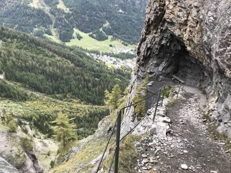 Sentier qui mène au col de la Gemmi depuis Loèche-les-Bains