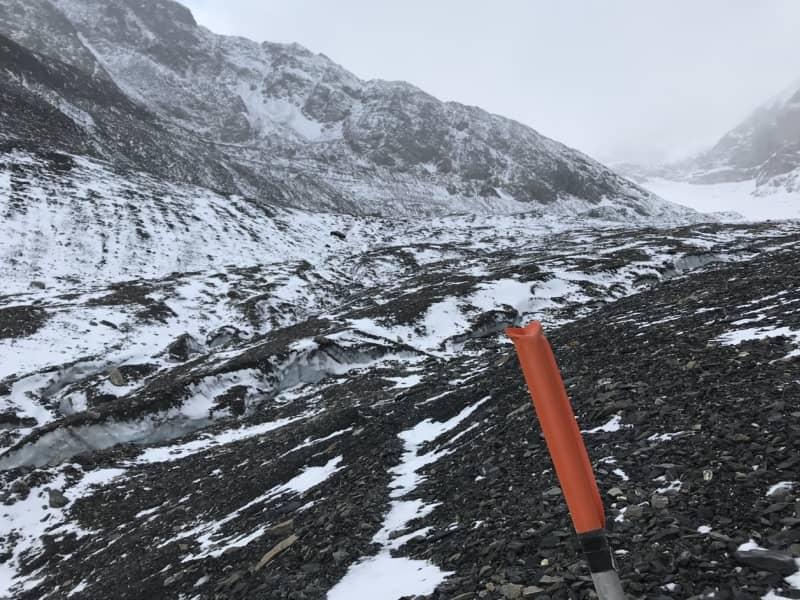 Balisage sur la traversée du Lötschegletscher