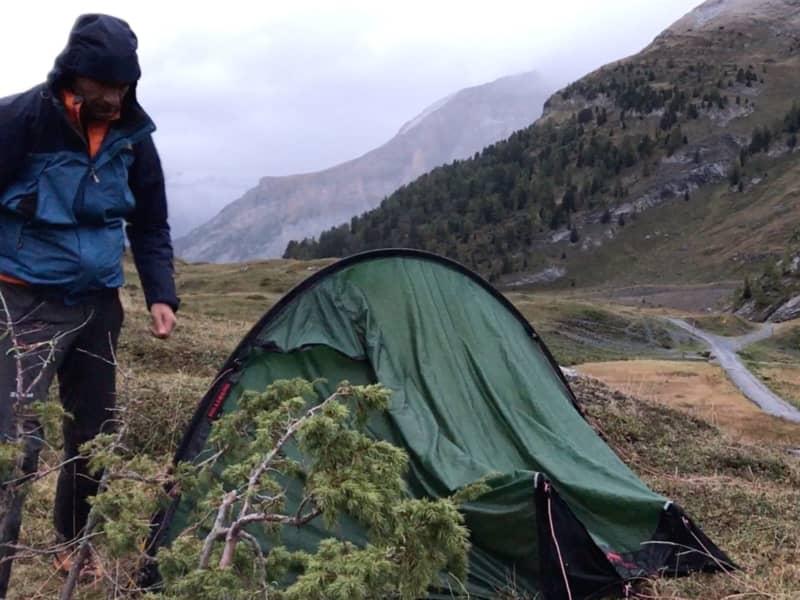 Doudoune Simond et veste goretex pour le démontage de la tente