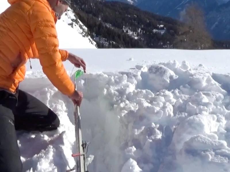 Ancrage pour bivouac avec ski