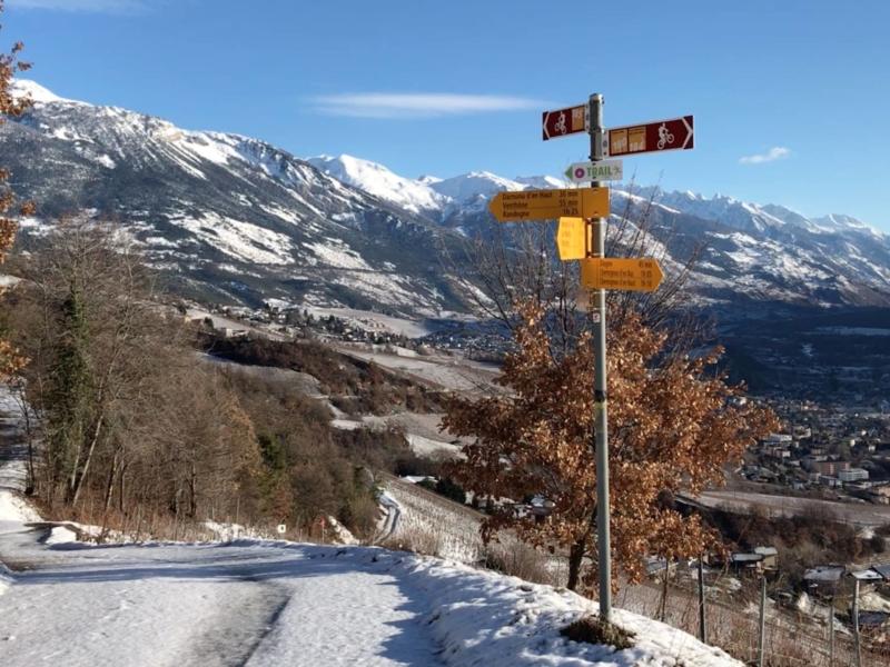 Paysage hivernal avec vue sur la vallée du Rhône