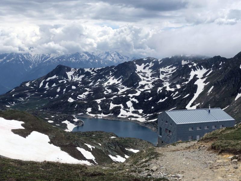 La cabane de Fenestral avec vue sur le lac Supérieur de Fully