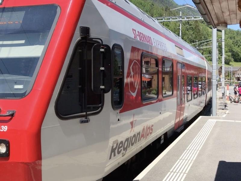Le St-Bernard Express à la gare d'Orsières