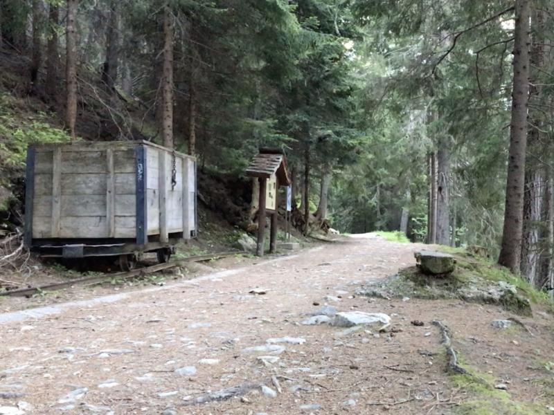 Wagon qui transportaient les glaçons du glacier du Trient