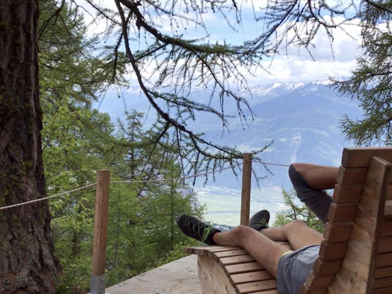 Au «relax park» des Mélèzes, au-dessus d'Ovronnaz avec une belle vue sur la plaine