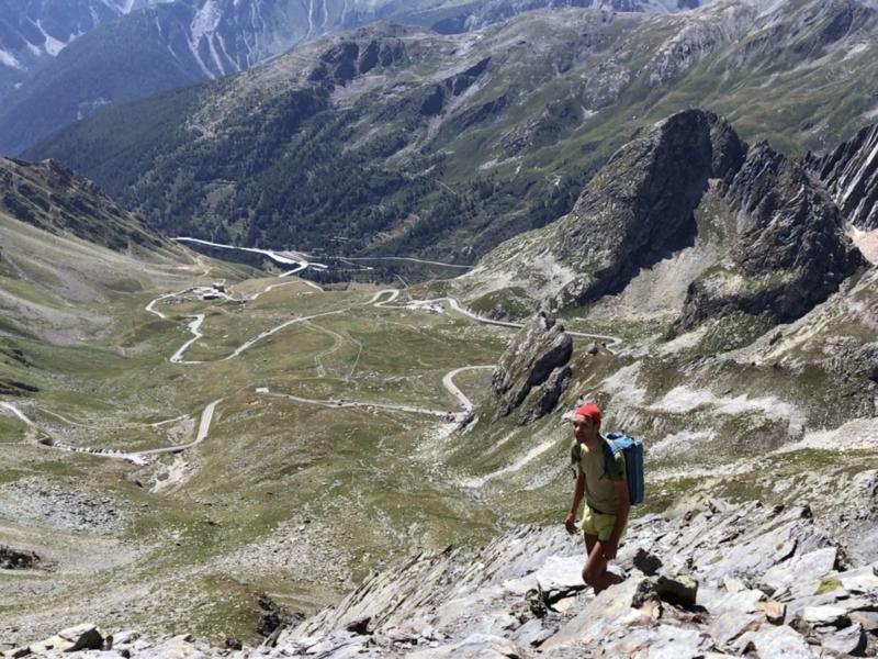 Vue sur le versant italien du col du Gd-St-Bernard en montant vers la Pointe de Drône