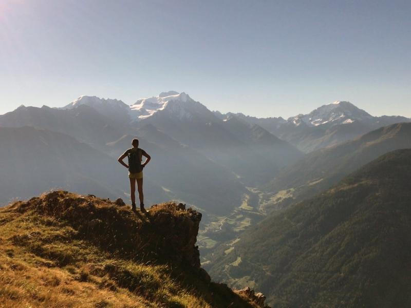Vue sur le Grand Combin et le Mont Vélan depuis le replat du 700e