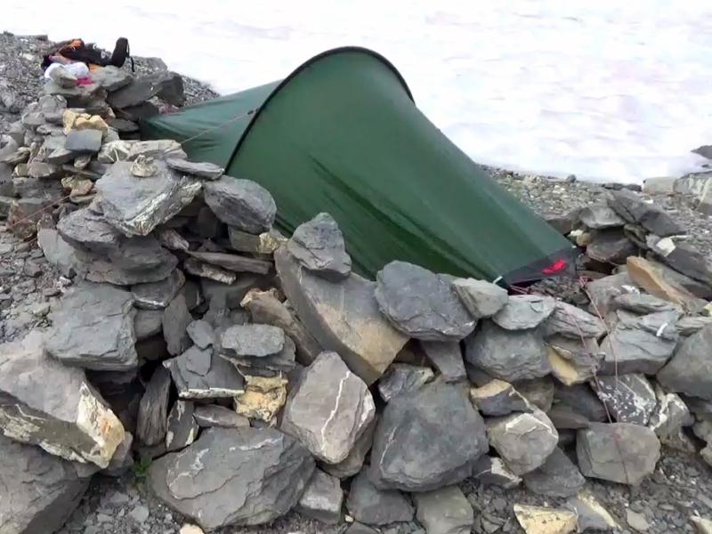 Avec une tente également il est bon de pouvoir s'abriter du vent