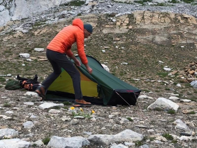Bivouac au col des Eaux Froides (2646 m), en terrain caillouteux