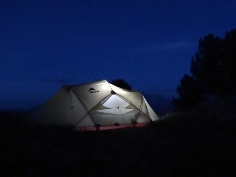 Une tente comme protection face aux conditions extérieures