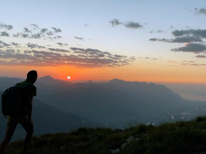 Le bivouac permet de vivre des soirées magiques en montagne
