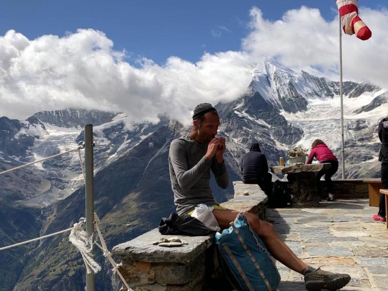 Depuis la Domhütte, une belle vue sur le Weisshorn (4505 m)