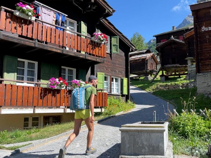 Départ depuis le pittoresque village de Randa